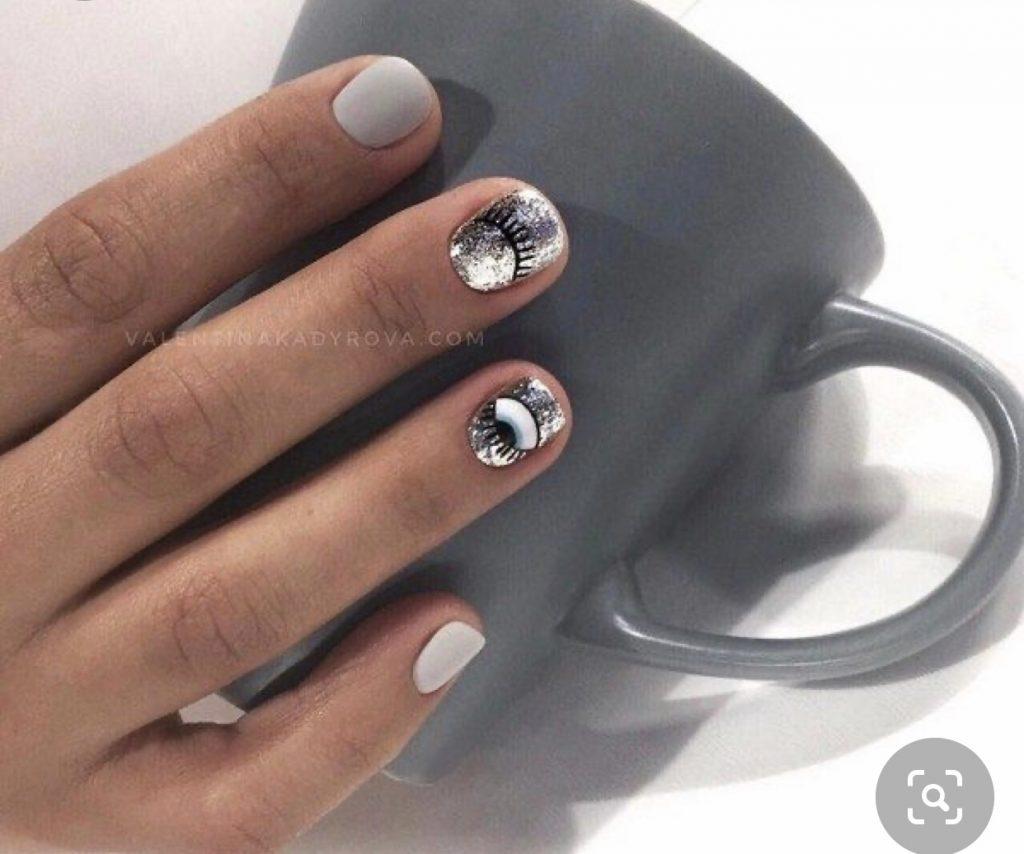 маникюр с глазами на короткие ногти