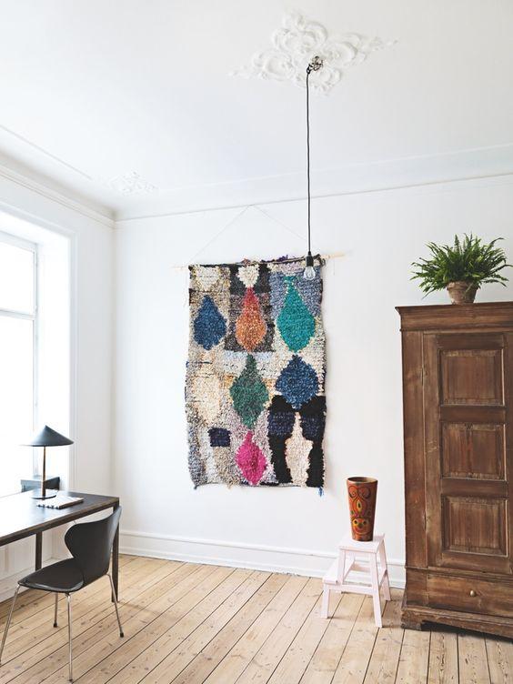 килим на стіні в інтер'єрі