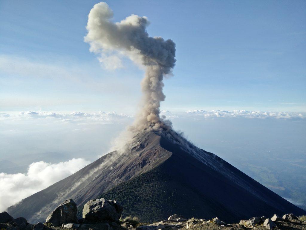 картинка з вулканом