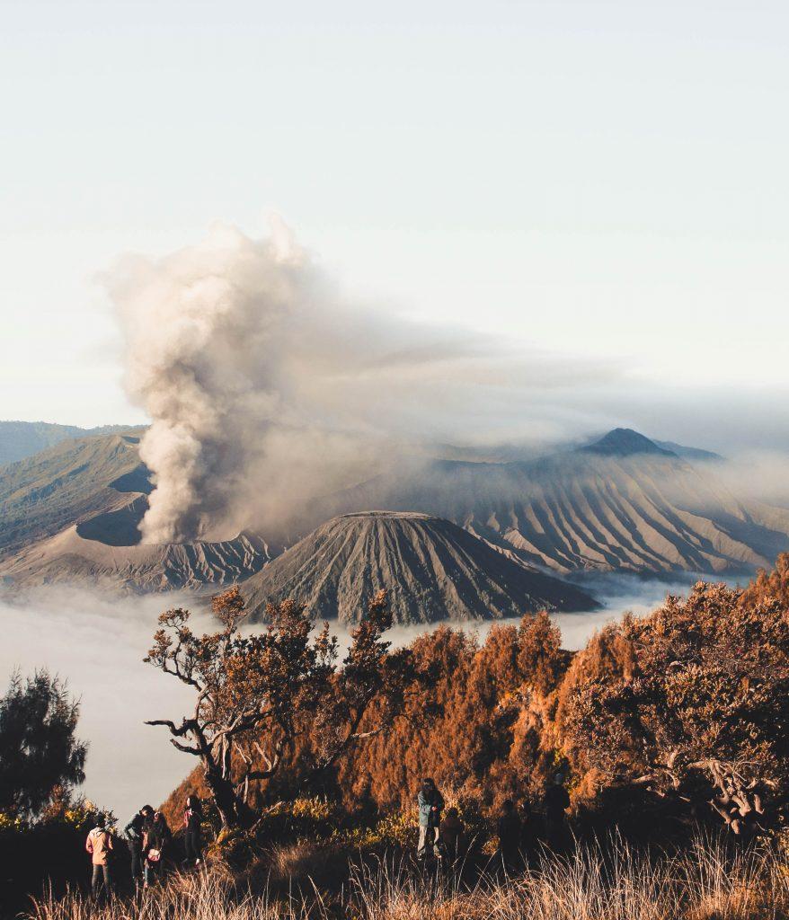красив фото вулкан дим