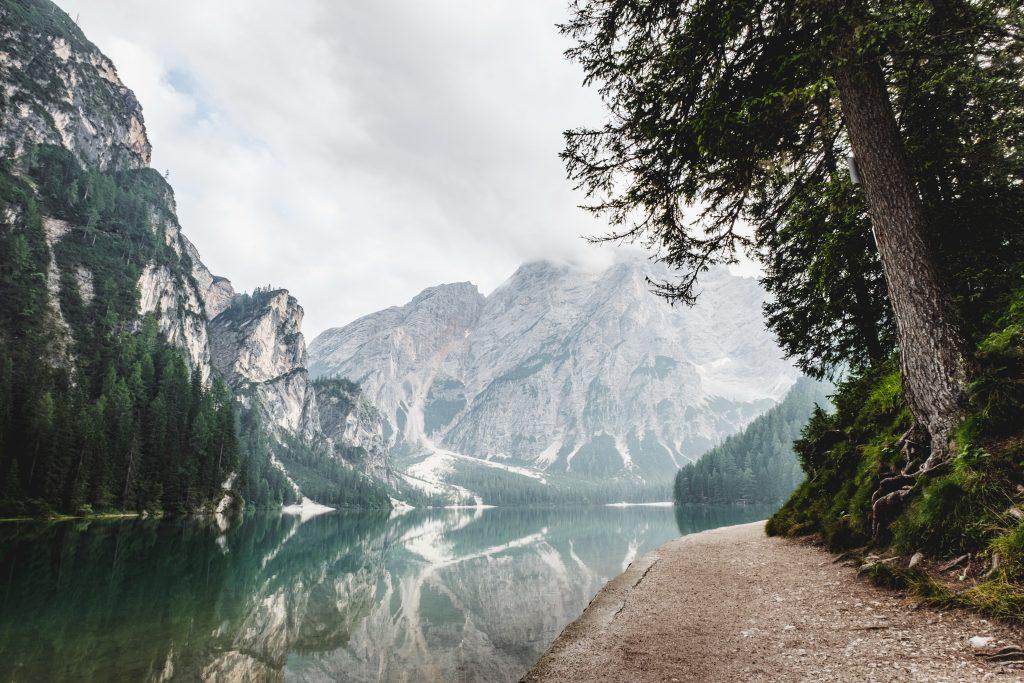 картинка гори і  річка