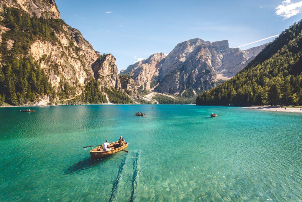 картинка море і човен