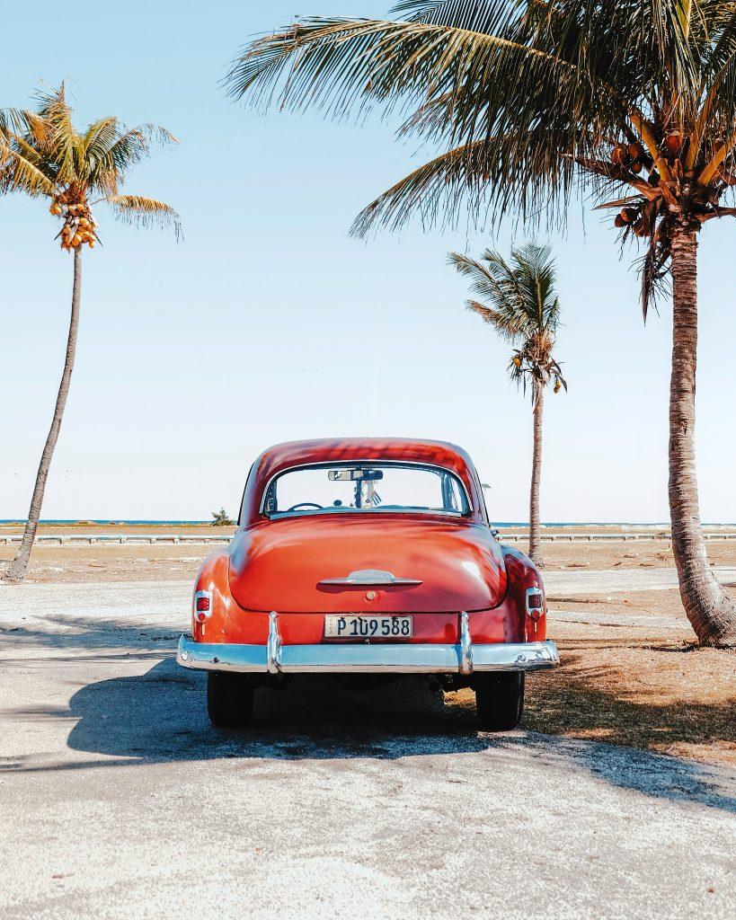 картинка машина пальми море