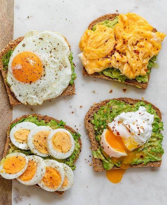 Тости з авокадо та яйцем