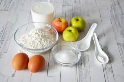 КРОК 1: Як готувати оладки на кефірі з яблуками?