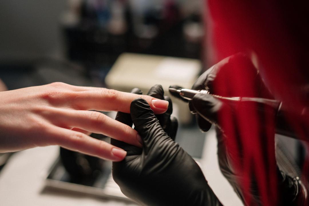Как привлечь клиентов мастеру маникюра: способы, советы и возможные риски