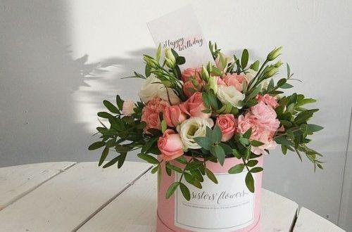 Как хранятся цветы в шляпной коробке?